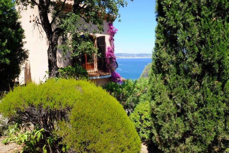 Villa de Vacance avec piscine à Théoule Sur Mer près de Cannes (vue sur le balcon d'une chambre)