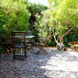 Location petite maison de vacances à Saint Mandrier sur mer, Var (83) : Jardin arboré